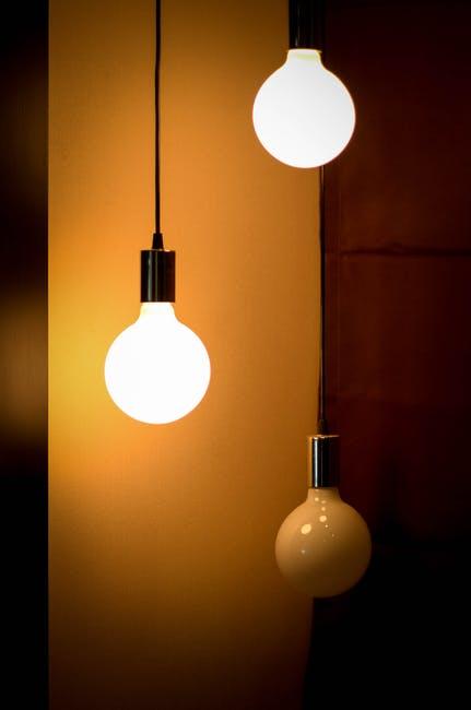 Jakie lampy stojące wybrać do domu?